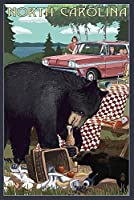 North Carolina–Bear Andピクニックシーン 16 x 24 Signed Art Print LANT-69128-709