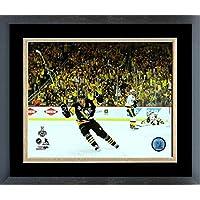 Evgeni Malkin Pittsburgh Penguins 2017 Stanley Cup Goal Celebrationフォト(サイズ: 26.5 CM x 30.5 CM )フレーム