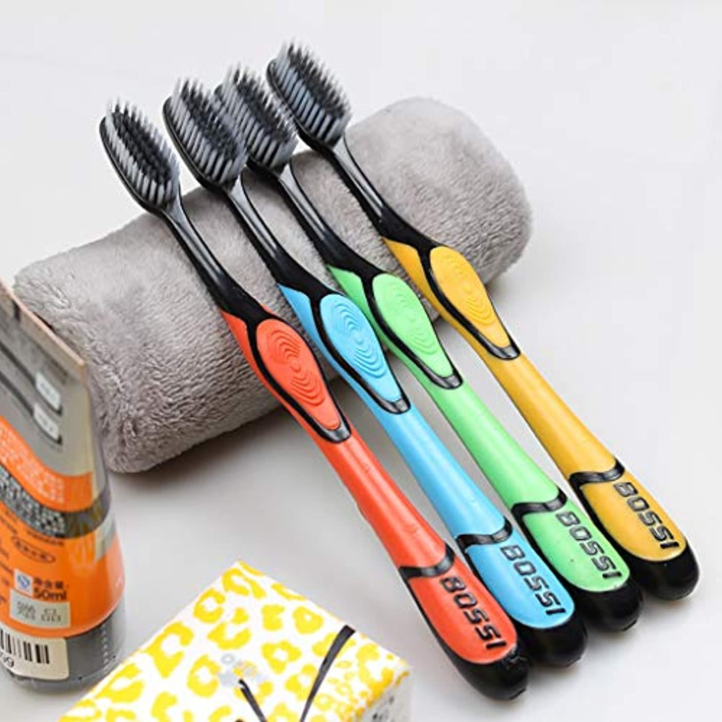 スポーツマンスライス混合した大人の竹炭の歯ブラシ、家族10本の棒、竹炭は効果的に口臭を取り除きます