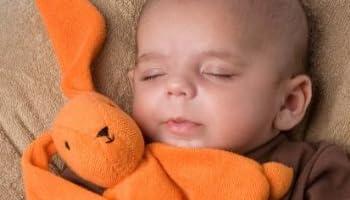 「睡眠のゴールデンタイムは就寝23時-起床6時。もしくは就寝0時-起床7時」