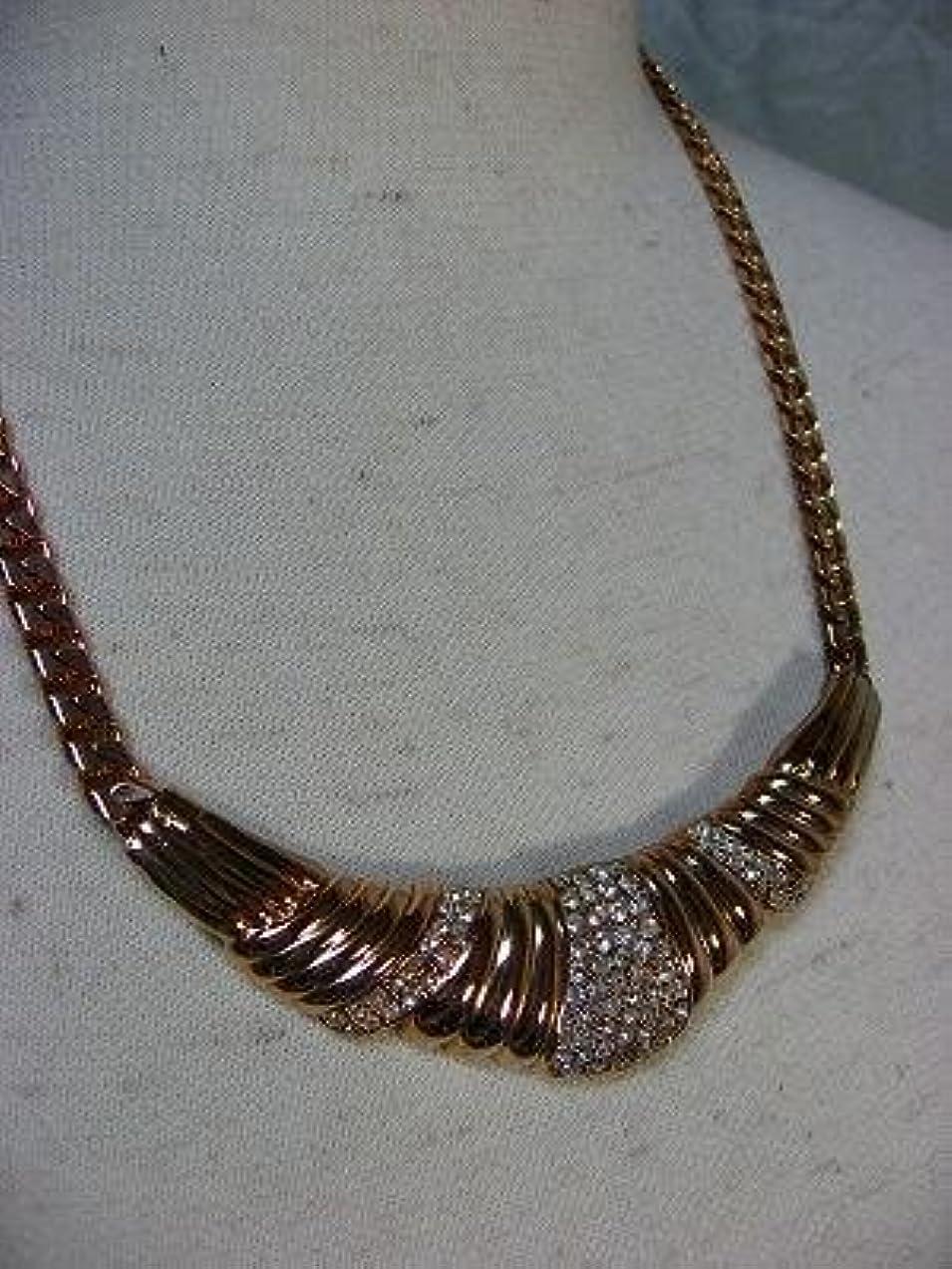 しわ巧みな可能にするゴールド ネックレス 胸元を魅せる、アイテム 綺麗 アンティークゴールドスワロスキーネックレス