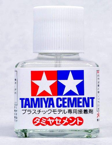 【 タミヤ セメント 】 角びん 40ml タミヤ メイクアップ材 接着剤 #TM003 / / / ハケ付きのホワイトキャップが目印です。