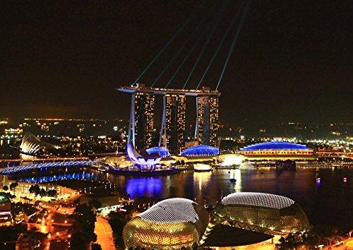 絵画風 壁紙ポスター (はがせるシール式) シンガポール マリーナベイ・サンズ 夜景 光線 キャラクロ SGP-003A2 (A2版 594mm×420mm) 建築用壁紙+耐候性塗料