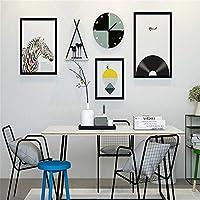 写真壁掛けの絵画時計INSモダンなリビングルーム壁掛け装飾絵画ソリッドウッド写真フレームの組み合わせ壁掛けソファの背景壁の壁の壁の装飾