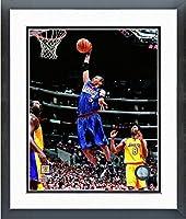 "Allen Iverson Philadelphia 76ers NBAアクション写真(サイズ: 18"" x 22"" )フレーム入り"