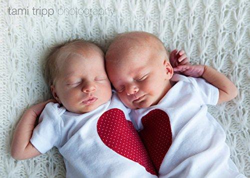 双子ベビー用ふたりでハート型になるロンパース(半袖/長袖)☆2枚セット♪newborn-24ヶ月 ((半袖) 12months)