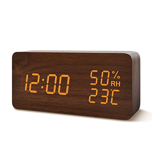 目覚まし時計 置き時計 Suncree デジタル LED表示 大音量 温湿度計 カレンダー アラーム3つ 振動/音感センサー 輝度調節 設定記憶 USB給電 木製 おしゃれ プレゼント(ブラウン・オレンジ字)