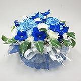 青と白のお供え花アレンジメント (サイズ 奥行:約20cm×幅:約20cm×高さ:約18cm)ラウンドフラワーアレンジメント