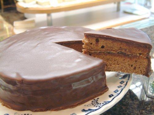 (お菓子工房ロリアン)伝統のウィーン菓子 チョコレートケーキ ザッハトルテ (直径18cm 高さ4.5cm)