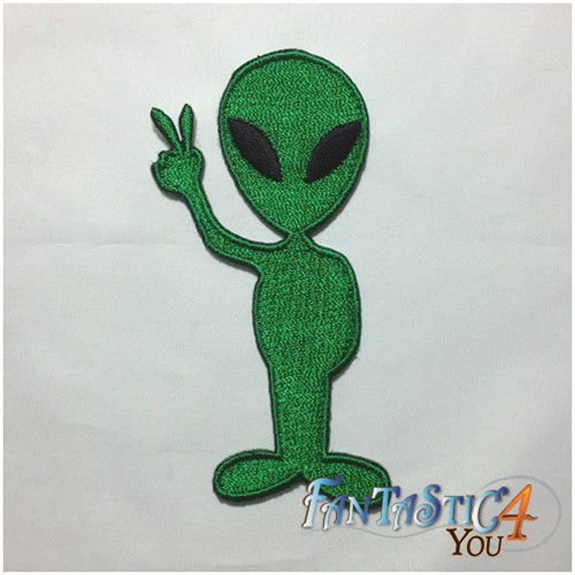 の中で見る悪の緑のエイリアン UFO 空飛ぶ円盤があるロズウェル Roswell AREA 51 アップリケ刺繍が施された鉄のパッチ、SELLL#ファンタスティック 4 を、 HGEWATG 346961488381