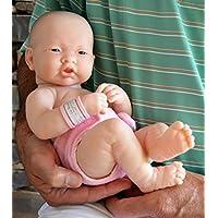 アジアの新生児の赤ちゃんの人形キアリア人形療法と介護者のための