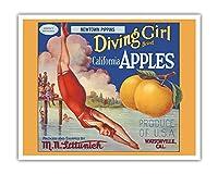 カリフォルニアのリンゴ - ニュータウンPippins - ダイビングガールズブランド - ビンテージなフルーツの木箱のラベル c.1920s - アートポスター - 41cm x 51cm
