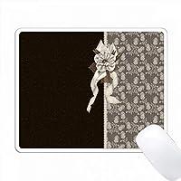 茶色のエレガントなヴィンテージダマスカス、花と弓で飾られています PC Mouse Pad パソコン マウスパッド