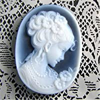 【髪をアップしている女性】メノウカメオ・ブルー40mmK18P&B