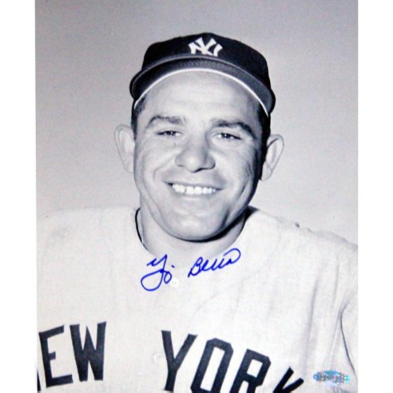 MLBニューヨークヤンキースYogi Berra署名ジャージClose Up 8 x 10フォト