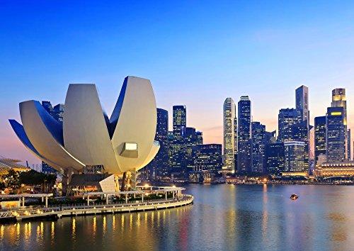 絵画風 壁紙ポスター (はがせるシール式) シンガポール 夕暮れ アート・サイエンス・ミュージアム 夜景 キャラクロ SGP-004A1 (A1版 830mm×585mm) 建築用壁紙+耐候性塗料