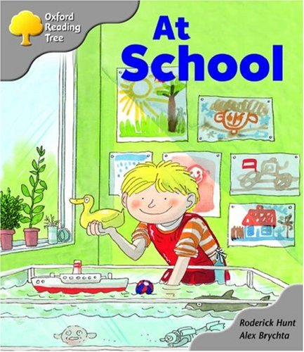 Oxford Reading Tree: Stage 1: Kipper Storybooks: at Schoolの詳細を見る