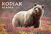 Kodiak , Alaska–Grizzly Bear andカラフルMeadow Flowers 24 x 36 Giclee Print LANT-73263-24x36