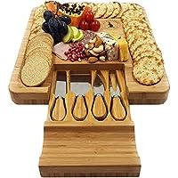 """チーズボードwith Cutlery Set by La Mongoose。Perfect Serving Board for Your Nextパーティー。GREAT for cuttingチーズ、パン、フルーツ、Meats。たからソリッド、衛生的竹。13.25X 13.25X 1.6"""""""