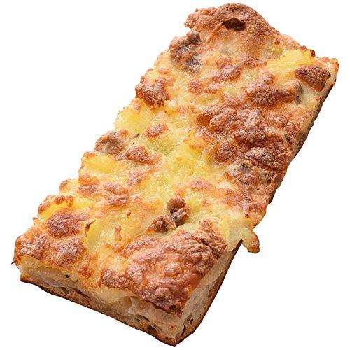 Pizza ar taio(ピッツァアルターイオ) じゃがいもと自家製ソーセージのピザ ローズマリー風味 約14x7cm