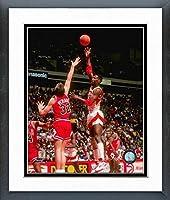Kevin Willis Atlanta Hawks NBAアクション写真(サイズ: 26.5CM x 30.5CM )フレーム