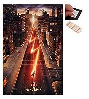 バンドル–2アイテム–The Flash 1シート映画ポスター–91.5X 61cms ( 36x 24インチ)とのセットを4Repositionable Adhesive Pads For Easy壁fixing