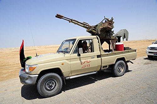 A Free Libyan Armyピックアップトラックに変換されテクニカルwith a zpu-2 anti-aircraftガンポスタープリント( 34 x 22 )