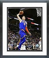 Kristaps Porzingis新しいYork Knicksアクション写真(サイズ: 12.5CM x 15.5CM) フレーム