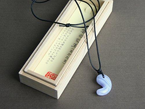 古代勾玉(まがたま)ペンダント ブルーレースメノウ[青玉髄 Blue lace agate]縦約30mm×横約20mm×厚み約8.5mm【桐箱入】