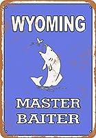 なまけ者雑貨屋 Wyoming Bass Fishing Master Baiter ブリキ看板 壁飾り レトロなデザインボード ポストカード サインプレート 【40×30cm】