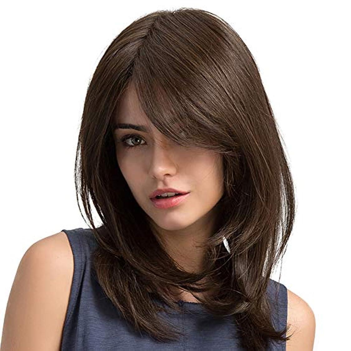 肩をすくめる現実棚ファッションかつら 茶色 波状の髪 合成ウィッグ 耐熱性