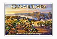 クリア・レイク・ワイナリー - ブラスフィールズ・エステート・ワイナリー - ノースコーストAVAブドウ園 - カリフォルニアワインカントリーアート によって作成された カーン・エリクソン - アートポスター - 33cm x 48cm
