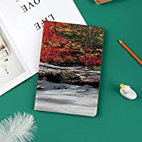 軽量版 iPad Pro 11 ケース 極薄軽量 2つ折りスタンド 磁気吸着式 オートスリープ機能 傷つけ防止 手帳型 2018秋発売のiPad Pro 11に対応 スマートカバー流木のいかだは急いでロッキーストリーム秋の森デジタル画像であります。