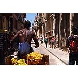 キューバ共和国ハバナの路地バナナを売る人のポストカード photo by 渡辺貴之 絵葉書ハガキはがき