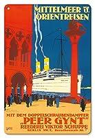 22cm x 30cmヴィンテージハワイアンティンサイン - 地中海とオリエント - 海運会社ビクターSchuppe - ツインスクリュースチーマーペール・ギュント上の地中海とオリエントクルーズ - ビンテージな遠洋定期船のポスター によって作成された ルドルフ・リュファー c.1925