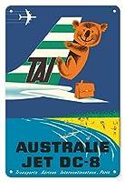 22cm x 30cmヴィンテージハワイアンティンサイン - オーストラリア - TAI(国際航空運送) - ダグラスDC-6輸送航空機 - コアラ - ビンテージな航空会社のポスター によって作成された セガン c.1960s