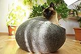 猫ベッド、猫ハウス 、ウールフェルト、ハンドメイド 。 ダークグレー色の。サイズ: M(中)。送料無料。Kivikis製。