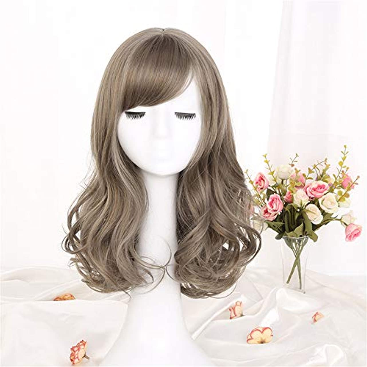 ショートカットマークされたニックネームウィッグ髪化学繊維フードミディアム長波高温合成繊維ウィッグ女性用ウィッググリーンウッドリネンアッシュ42cm