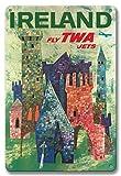 22cm x 30cmヴィンテージハワイアンティンサイン - アイルランド - TWAジェッツフライ - トランス・ワールド航空 - アイルランドのカラフルな城の上にボーイング707 - ビンテージな航空会社のポスター によって作成された デイヴィッド・クライン c.1960
