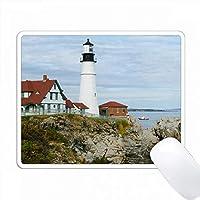 アメリカ、メイン州、ポートランド。岩の多い海岸にあるポートランドヘッドライト灯台。 PC Mouse Pad パソコン マウスパッド