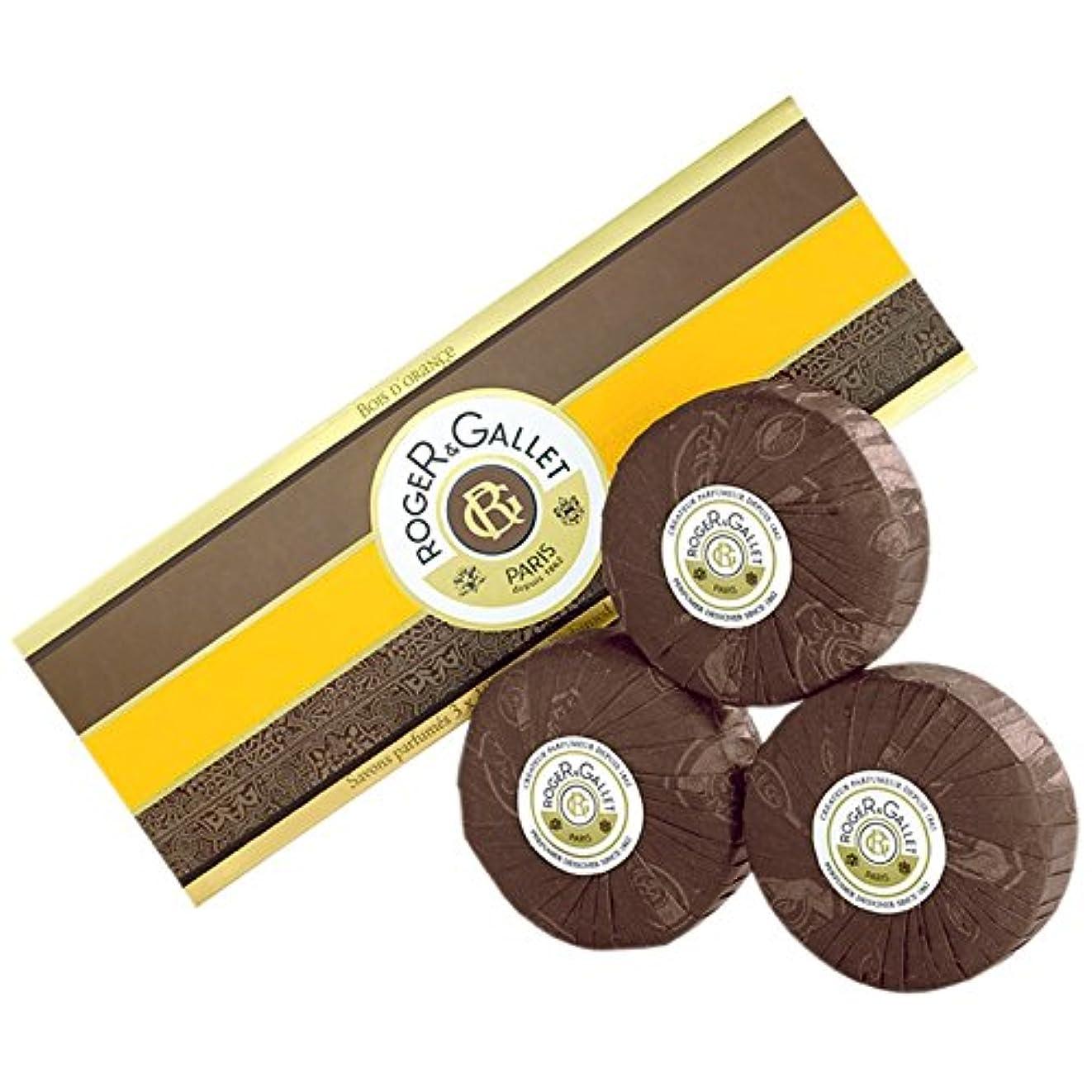元気な配分屋内でロジャー&GalletのBoisのドールオレンジソープ3つのX 100グラム (Roger & Gallet) (x2) - Roger & Gallet Bois D'Orange Soap 3 x 100g (Pack...