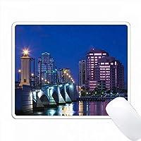 アメリカ、フロリダ州、ウェストパームビーチ、ロイヤルパーク橋のあるシティビュー、夜明け。 PC Mouse Pad パソコン マウスパッド