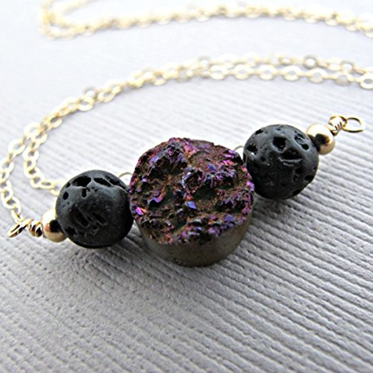 顔料体応答Purple Druzy Lava Pendant Essential Oil Necklace Diffuser Aromatherapy - Simple Minimalist Lava Bead Diffuser...