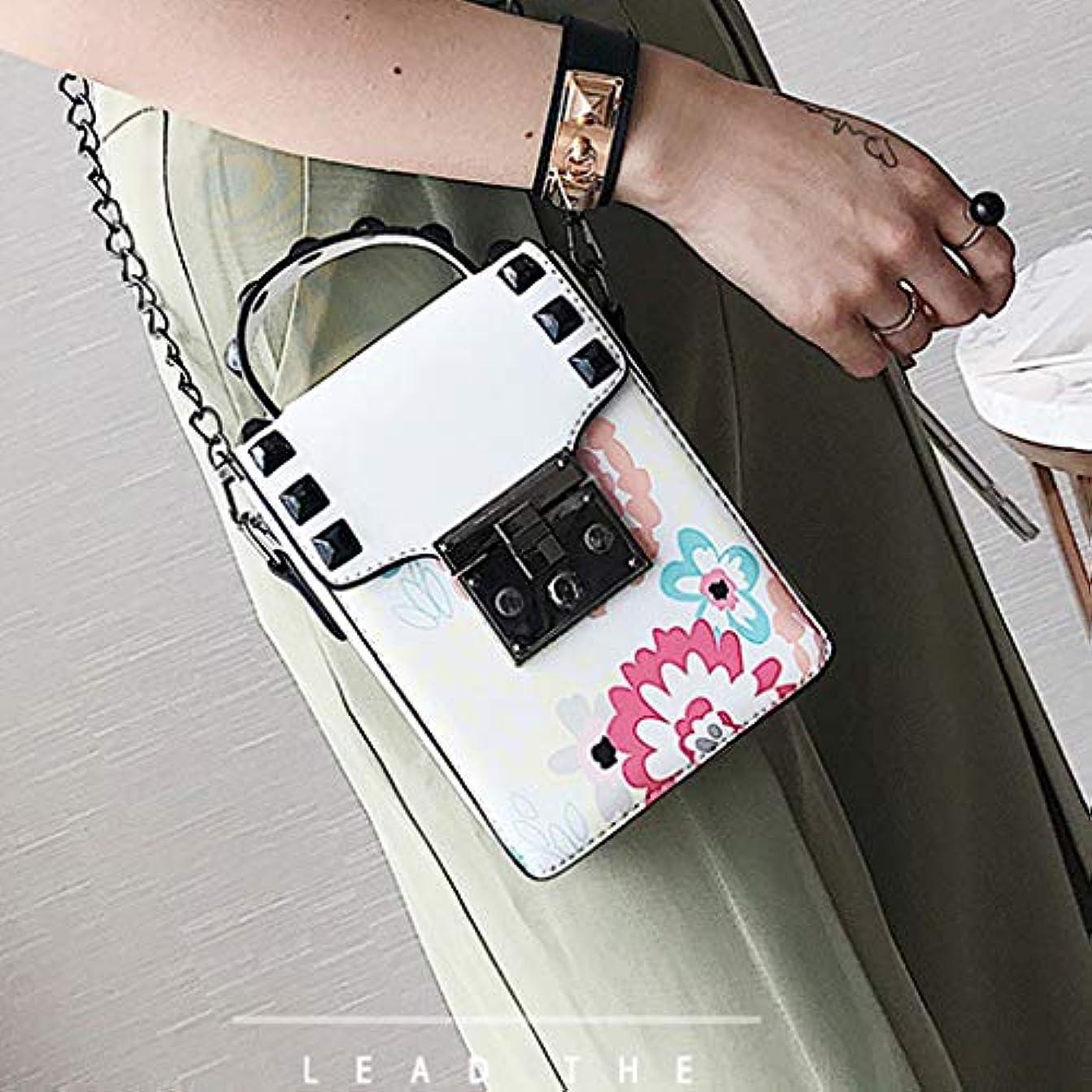 マイクロ磁器レーザ女性印刷リベットチェーンショルダーバッグレディースキャンパススタイルクロスボディバッグ、ファッショントレンド新しいクロスボディバッグ、チェーンレディース小さなバッグ、プリントパターントレンド小さな財布 (白)