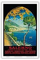 サレルノ、イタリア - アマルフィ、ラヴェッロ、パエストゥム, ペルトーザ洞窟, Padvioの修道院 - ビンテージな世界旅行のポスター によって作成された ヴィンチェンツォ・アリカンドリ c.1928 - アートポスター - 31cm x 46cm