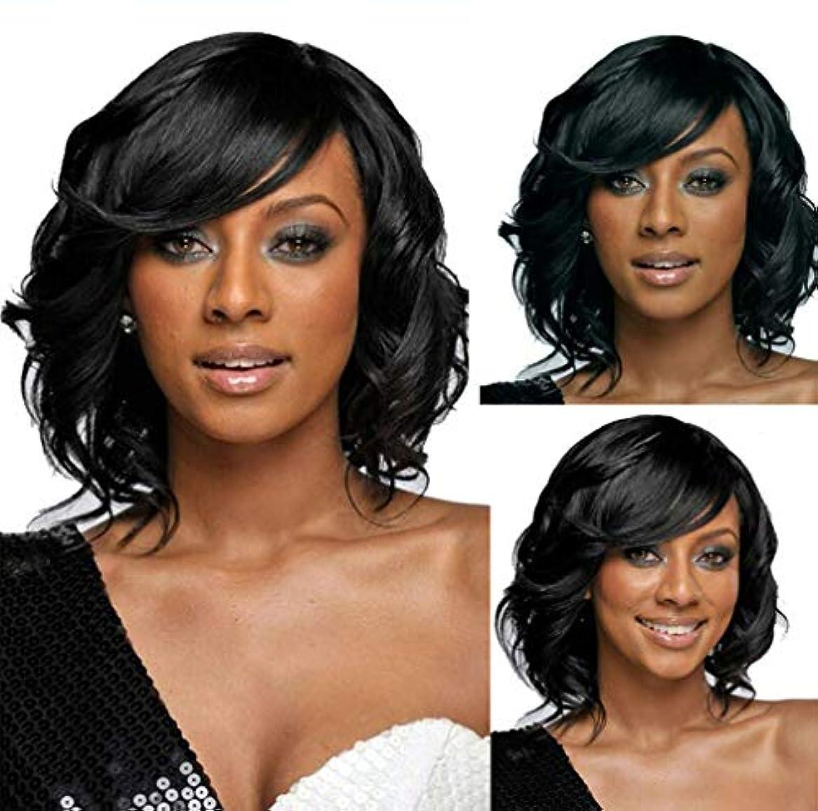 階層写真を撮るトラブル女性かつらショートカーリーボブ耐熱合成繊維かつらブラックコスプレパーティー毎日使用150%密度35センチ