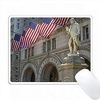 アメリカ、ワシントンDC。ベンフランクリンの像は古い郵便局に面しています。 PC Mouse Pad パソコン マウスパッド