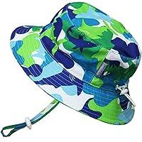 幼児用速乾性 50+ UPF 日光予防帽子、サイズの調整可能。チン・ストラップ付き。(M: 6-18ヶ月, 青いサメ)