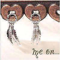 (me on...) 3枚の羽がゆらゆら揺れるフェザー モチーフ K14ホワイトゴールド ピアス
