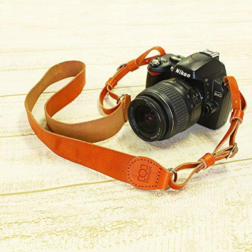 斜め掛けもできる ウォッシュドレザーのカメラストラップ (ブラウン)
